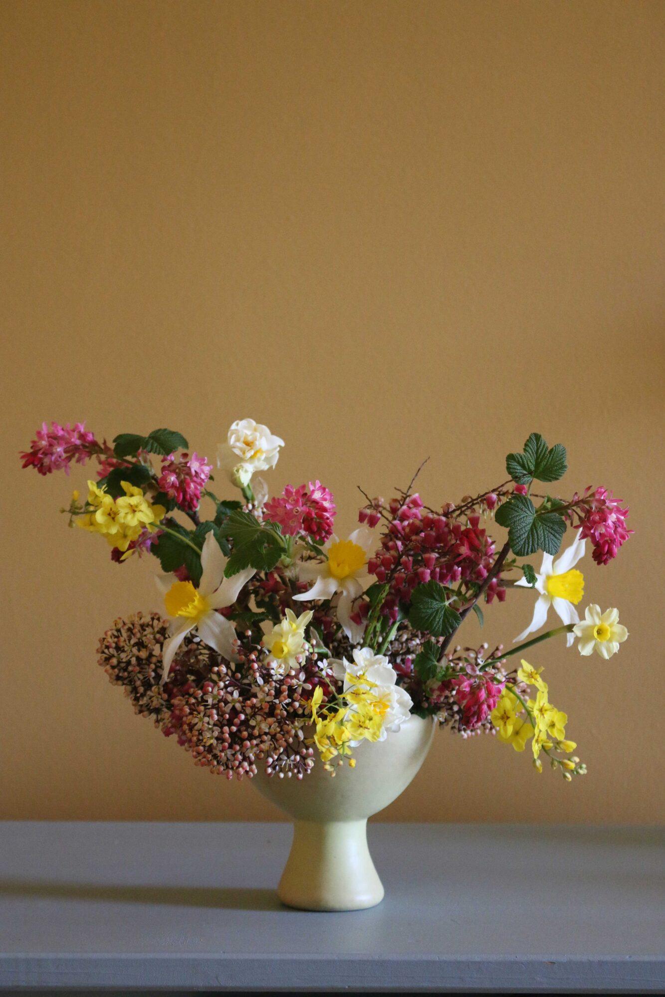 Ribes verwerkt in een bloemenstilleven